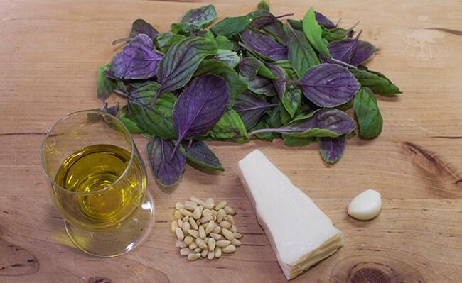 Recept na výrobu pesta z čerstvé bazalky s oříšky